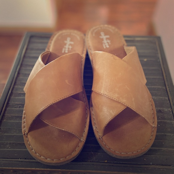 Clarks Shoes - Clarks brown leather flat sandals